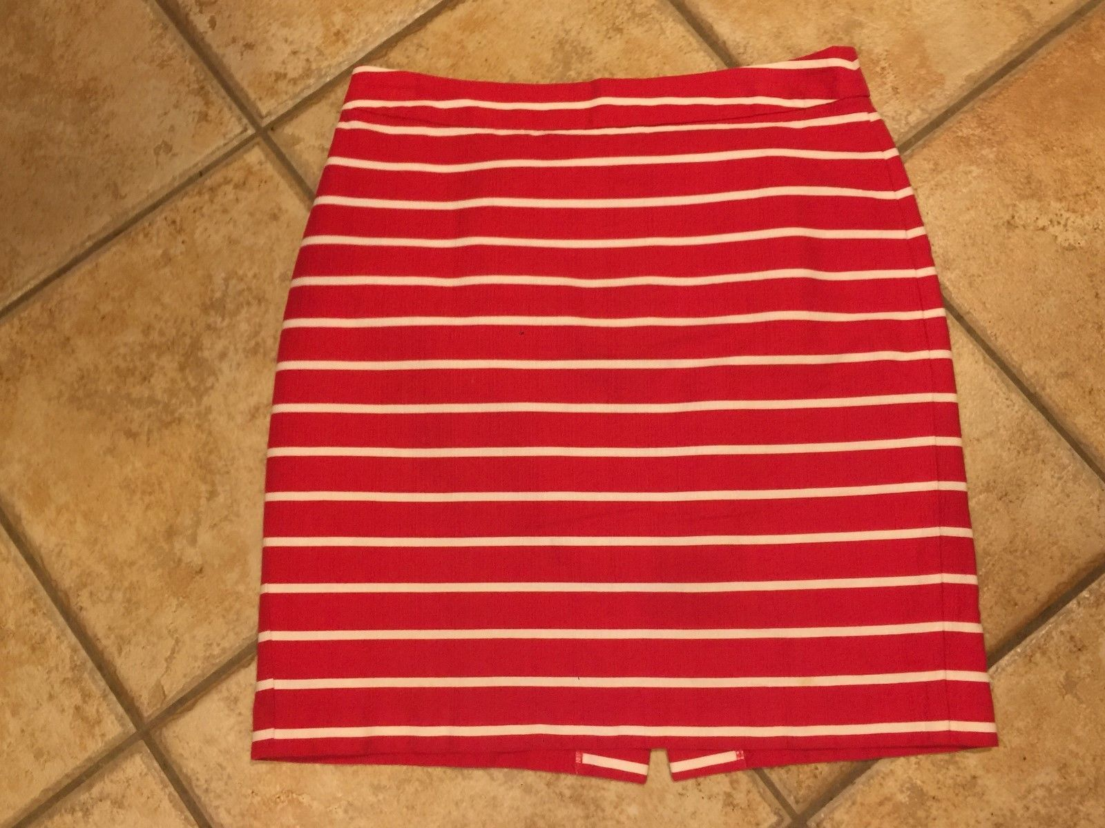 NWT Womens BANANA REPUBLIC Graphic Logo Tee Scoop Neck T-Shirt Sz Large Red