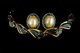 Vintage Trifari set - emerald green enamel choker - pearl earrings -  ch... - $195.00