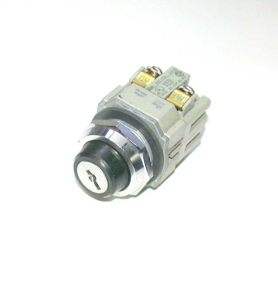 Primary image for IDEC   BST-001  BST-010   2-POSITION KEY SWITCH  1N.O. 1 N.C. CONTACTS 10 AMP