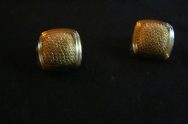 Vintage Z Gold Plated Raised Center Square Pierced Earrings - $16.82