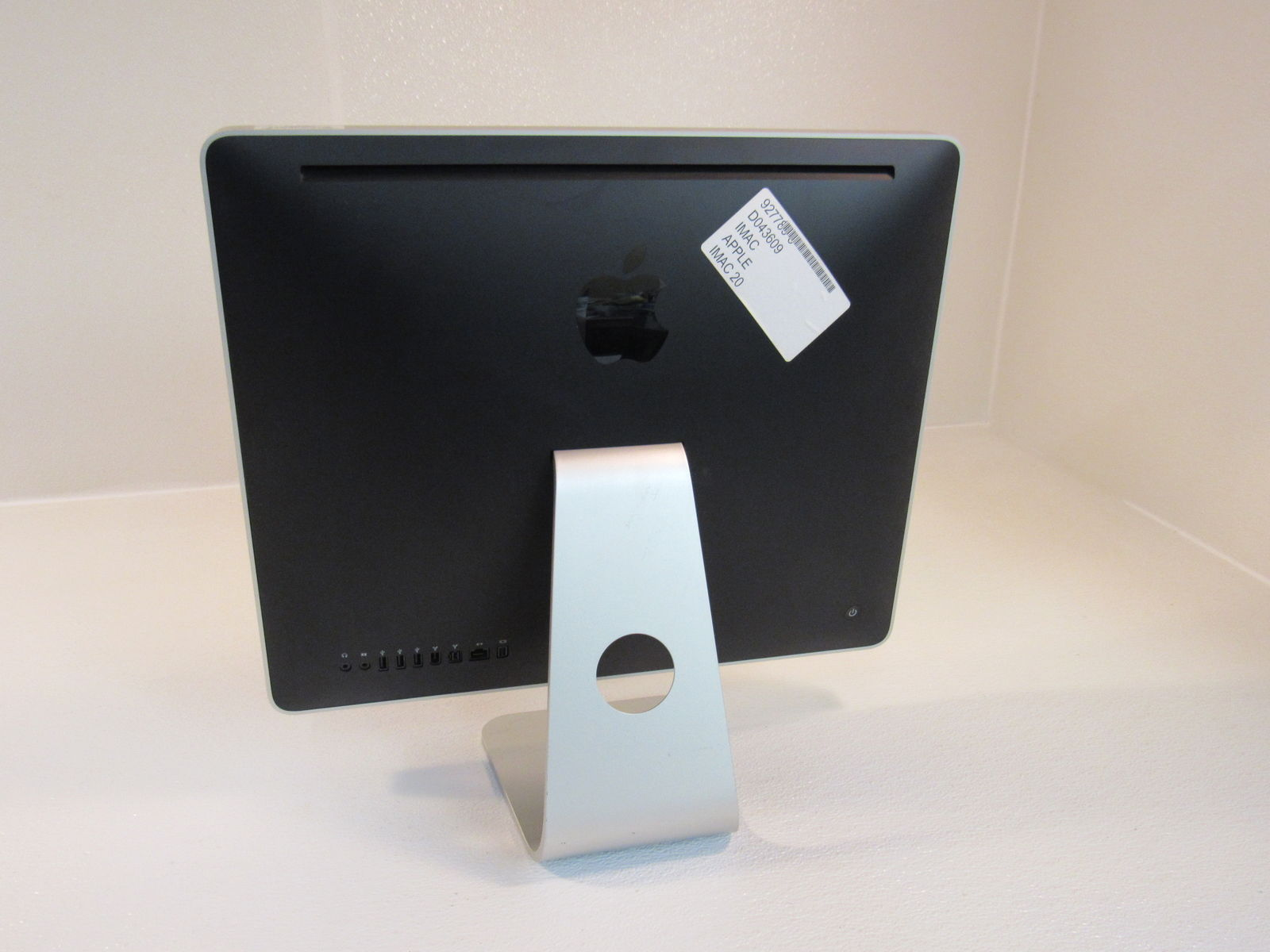 Apple iMac 20 Inch All In One Computer 250GB SATA HD 2GHz Intel Core 2 Duo A1224