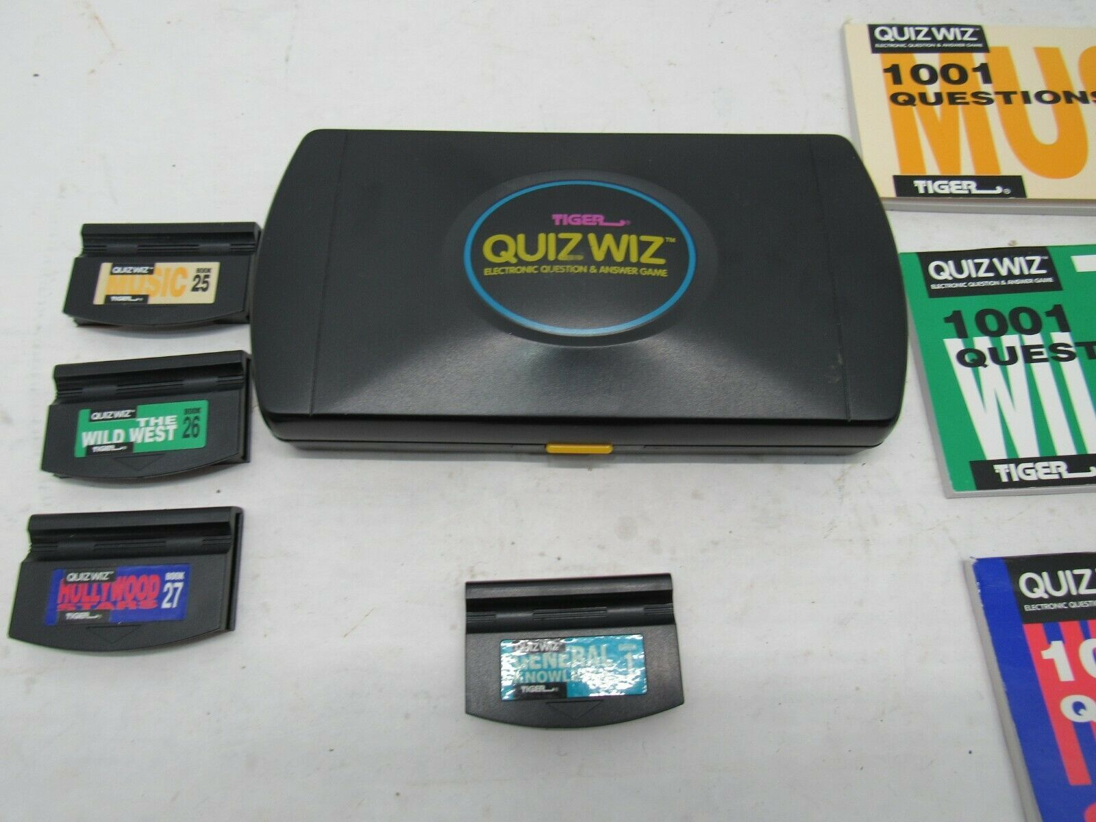 Vintage 1993 Tiger QuizWIz With Four Games and Books Tested Works