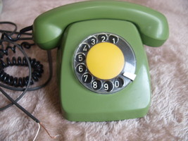 VINTAGE LATVIAN ROTARY DIAL PHONE VEF TAp-611 GREEN COLOR - $33.33