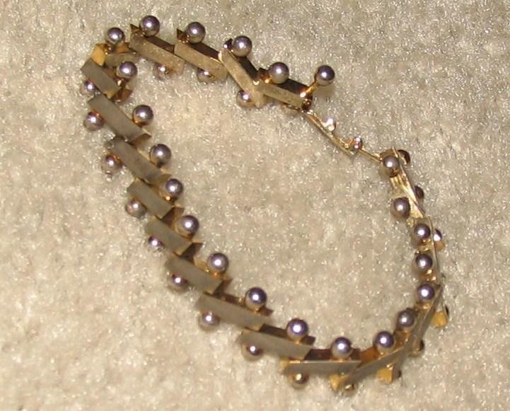 "Vintage Costume Jewelry 8"" Goldtone Link Bracelet"