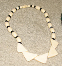 Vintage Unique Costume Jewelry Cream Colored Necklace - $6.95