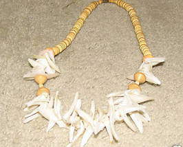 Vintage Costume Jewelry Shell Necklace - $6.95