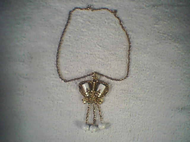 Gold Color Womens Neckless~~really cool looking~~HOLLYWOOD REGANCY