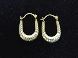 Lovely Pair Of Vintage Estate 10K Gold Hoop Earrings .6g E2229 - $25.00