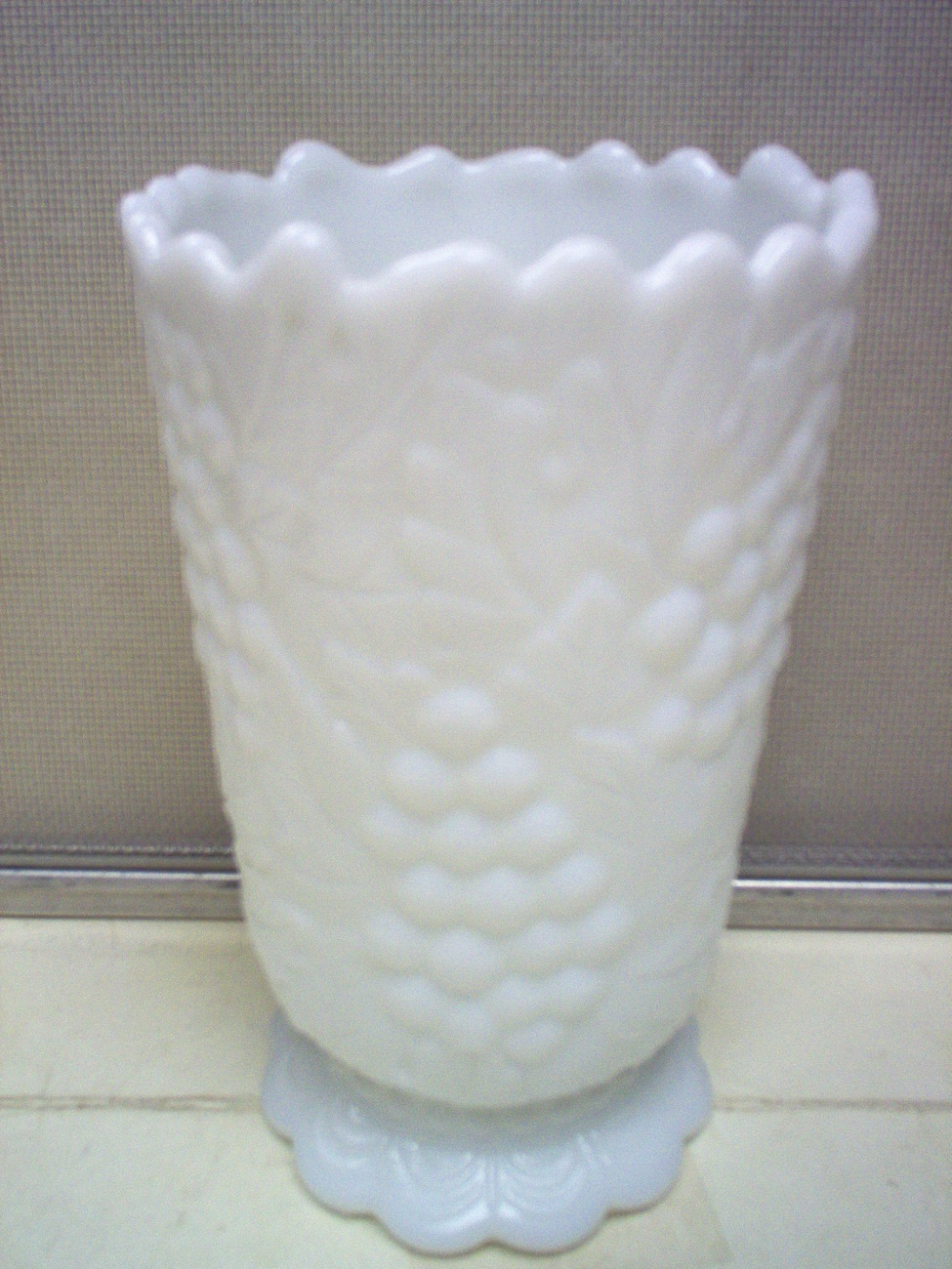 Milk glass 3 021