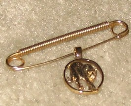 Vintage Goldtone Safety Pin with Dangling Big Cat Charm - $5.95