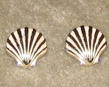 Vintage Costume Jewelry Goldtone & White Shell Clip On Earri