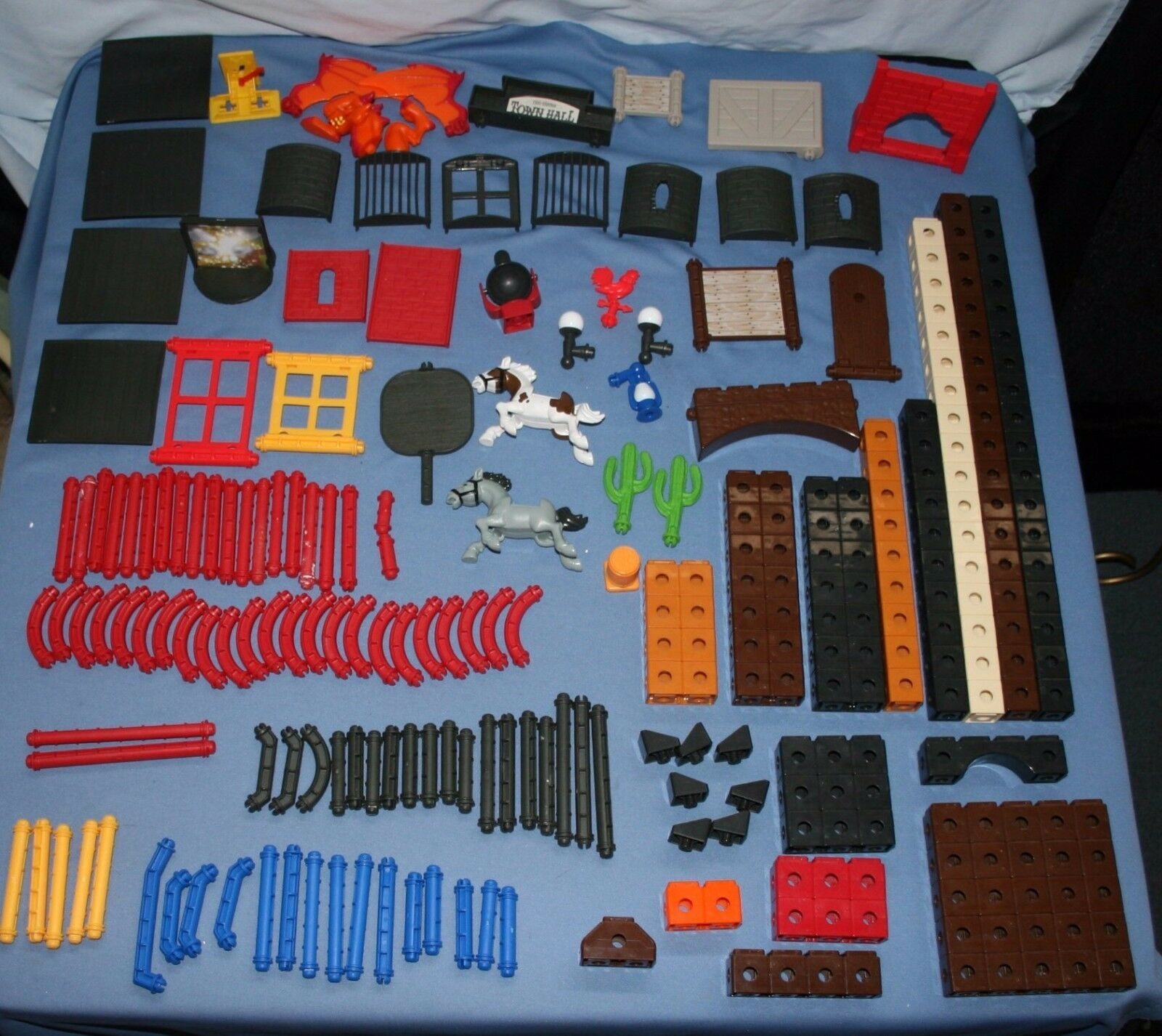 Fisher Price Trio Snap Together Building 234 pcs Lot Creativity Castle Western
