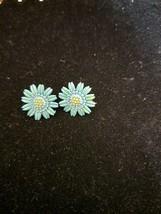 Vintage Estate Beautiful BLUE/GREEN Daisy Earrings By Coro - $1.97