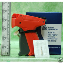 Fine AVERY DENNISON LABEL TAGGING TAG GUN + 500 barb - $17.99+