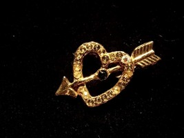 Vintage Brooch Heart With Arrow Diamond Green Tone Gems Costume Fashion ... - $8.66