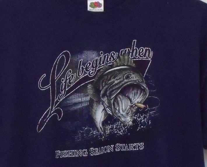 Mens NWOT Fruit of the Loom Navy Blue Short Sleeve Fishing Season T Shirt 2XL