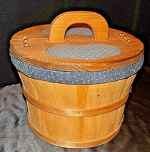 Sewing Woven Basket and 11 Sewed Pieces AA20-7031 Vintage