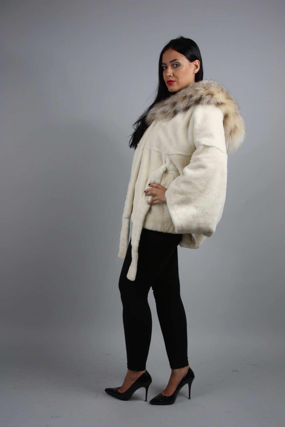 Luxury gift / Pearl Nutria  fur cape/  Full skin/With hood inside Fox / Wedding, image 3