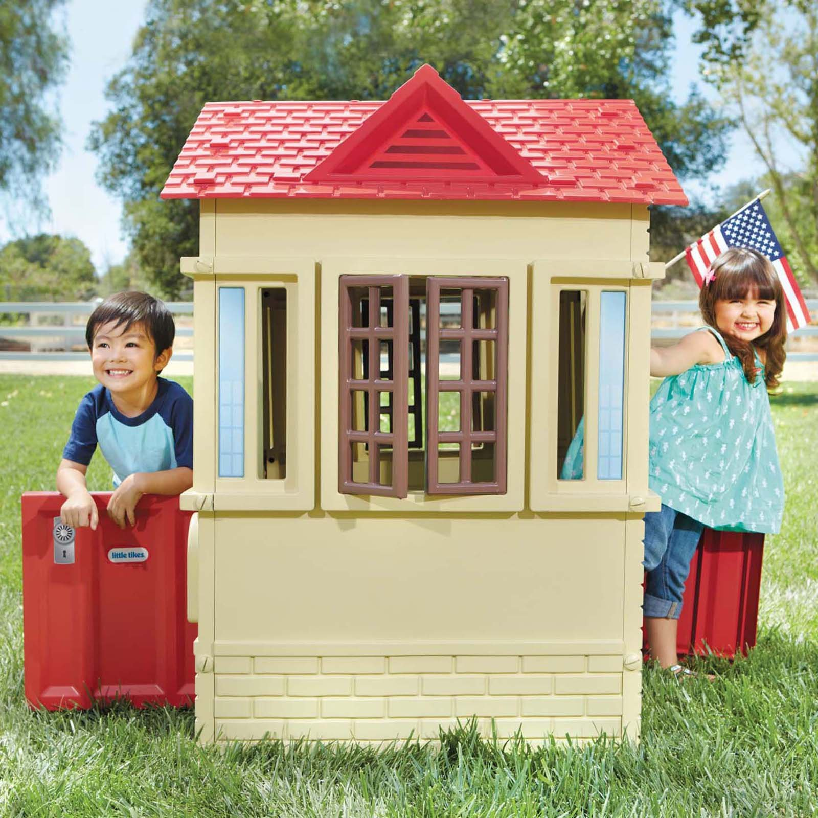 Primary image for New Kids Toddlers Cape Cottage Playhouse Indoor/Outdoor Doors Windows Shutters