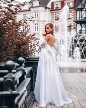 Vintage Lantern Sleeve White Best Bridal Gown Open Back V-neck Formal Party Gown image 3