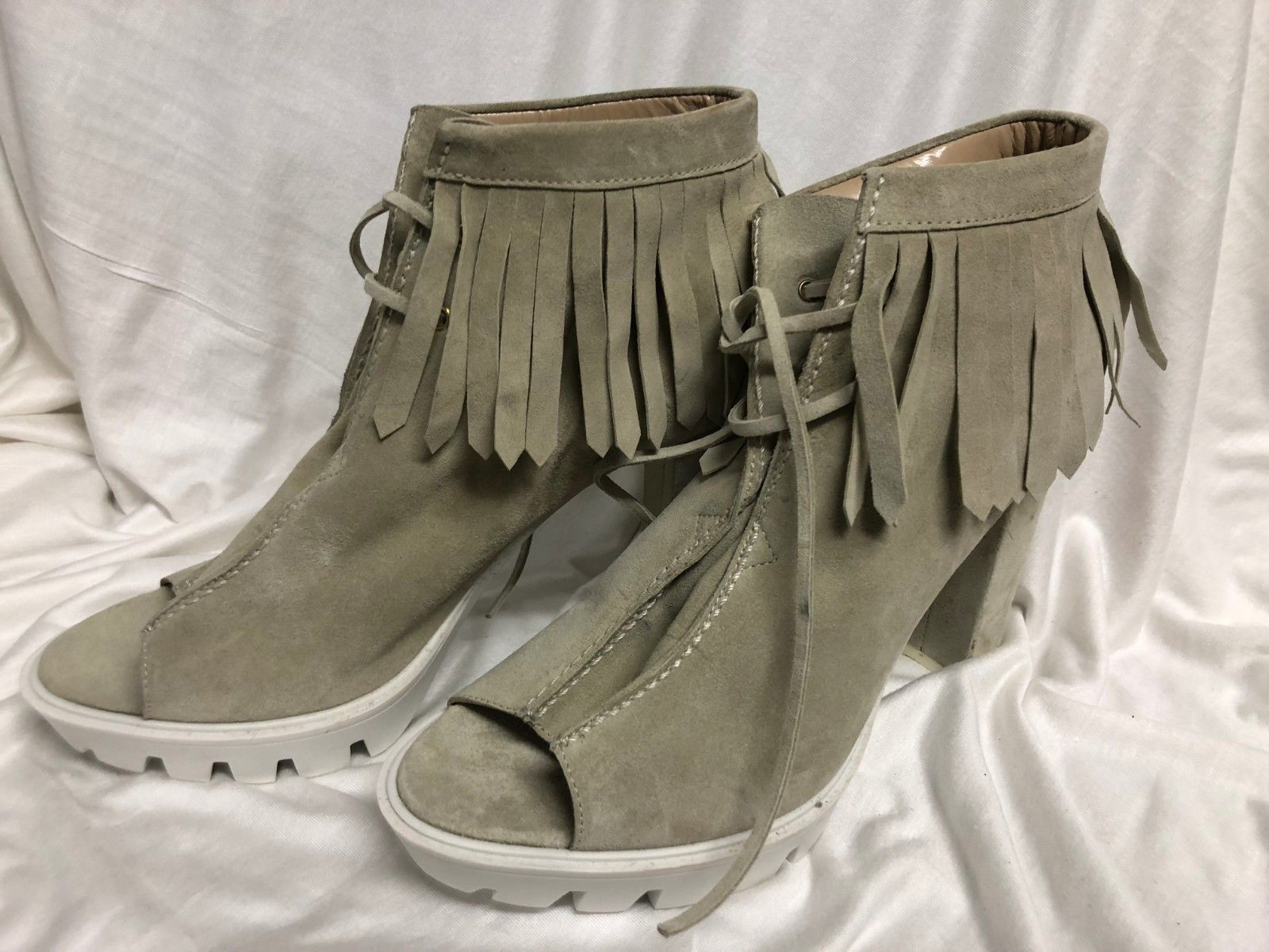 BCBG MAXAZRIA SHOES  suede gray white combat heel close Pumps Size: 11/41