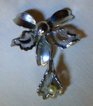 Vintage 1950s ORCHID PIN Trembler Silvertone Filagree Faux Pearl - $15.00