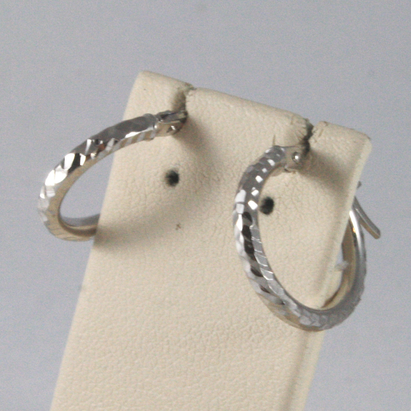SOLID 18KT. WHITE GOLD CIRCLE, HAMMERED EARRINGS DIAMETER 0,55 IN MADE IN ITALY