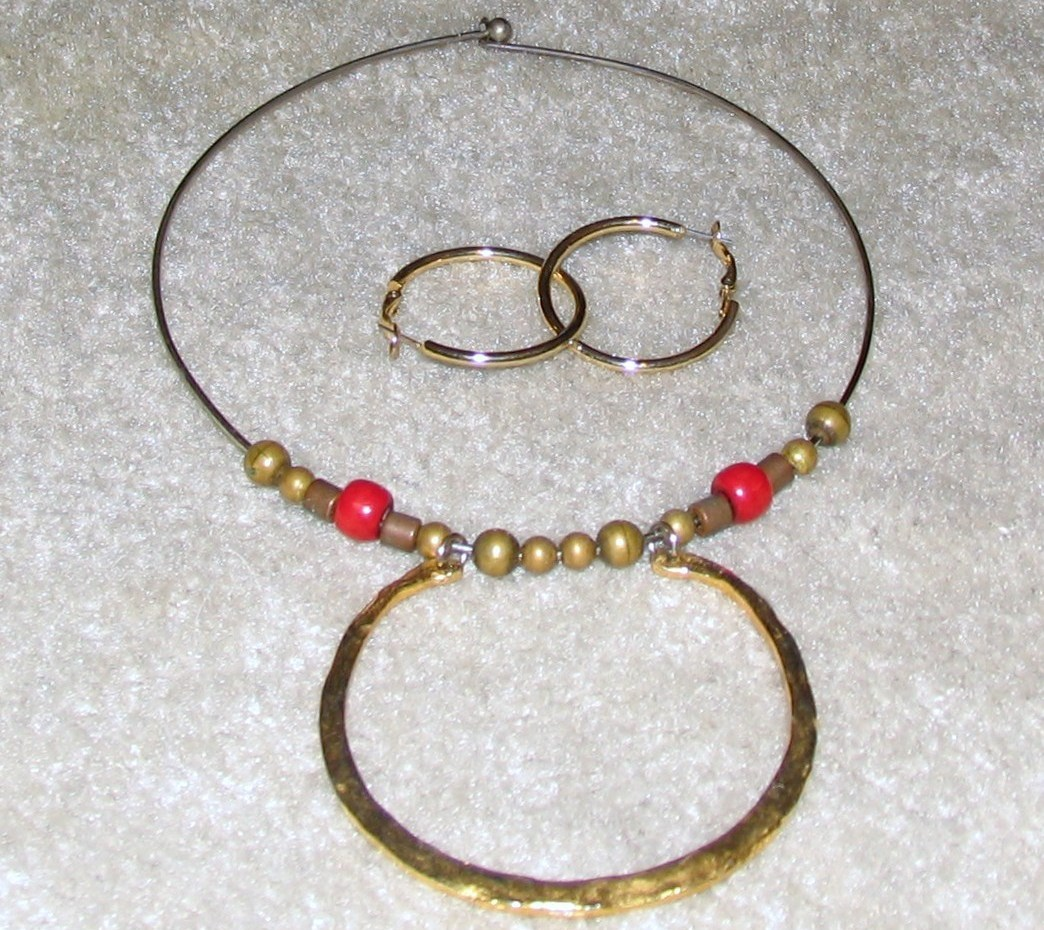Vintage Costume Jewelry Goldtone Necklace & Earrings