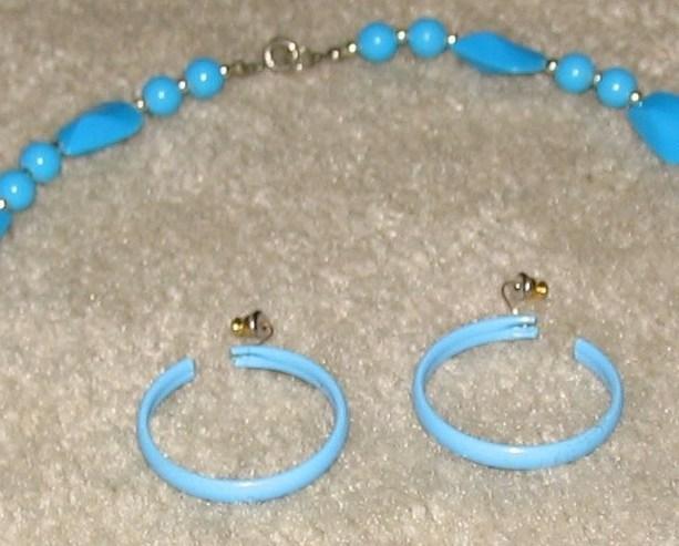 Vintage '80's Costume Jewelry Bead Necklace & Hoop Earrings