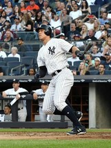 AARON JUDGE 8X10 PHOTO NEW YORK YANKEES NY MLB BASEBALL PICTURE WATCHING HR - $3.95