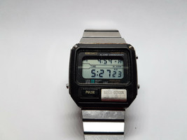 SEIKO APRIL 1982 S229-5019 PULSE ALARM CHRONO LCD WATCH FOR REPAIR ALARM... - $170.04