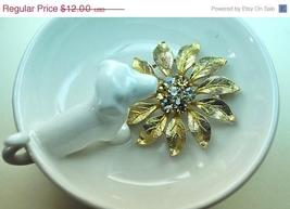 Vintage Gold, Gray and Topaz Rhinestone Textured Leaves Circle Brooch Pin - $11.00