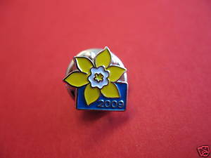 Canadian CANCER SOCIETY Lapel Pin Hat Pin Collector Souvenir 2009