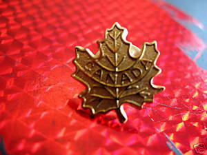 CANADA GOLD MAPLE LEAF Collector Souvenir Lapel Pin