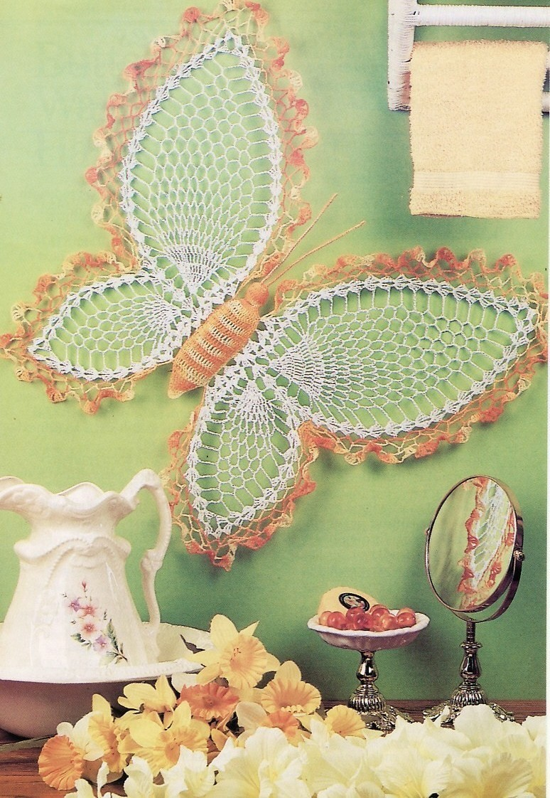 butterfly wall hanging crochet pattern daffodil wreath home decor. Black Bedroom Furniture Sets. Home Design Ideas