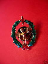 CHRISTMAS Lapel Pin Hat Pin ANGEL in WREATH Collector Souvenir Vintage  - $4.99