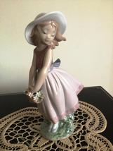 lladro Pretty Innocense # 8246 Mint - $249.99