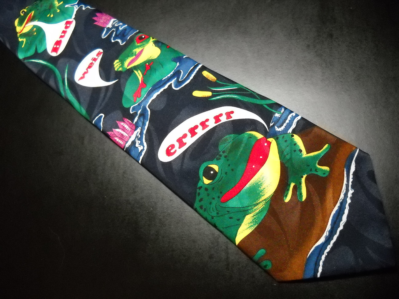 Anheuser Busch Neck Tie Budweiser Frogs Talking On Lily Pads Blue Green Gold Red