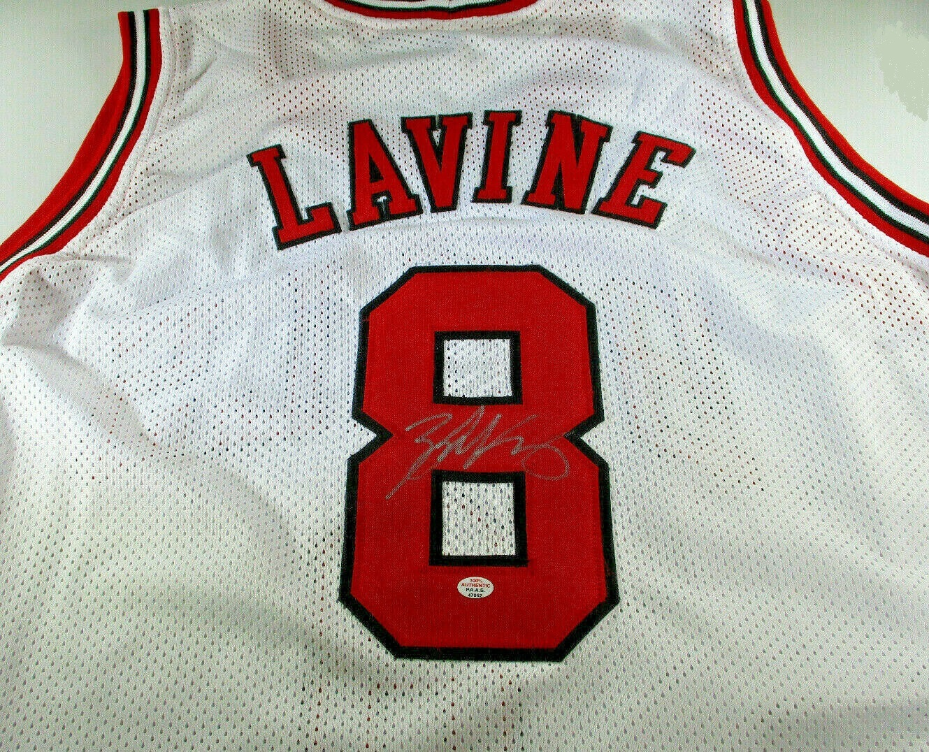 ZACH LAVINE / AUTOGRAPHED CHICAGO BULLS WHITE CUSTOM BASKETBALL JERSEY / COA