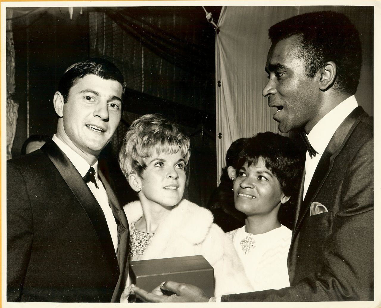 Greg MORRIS Wife UNKNOWN Others CANDID Org Photo