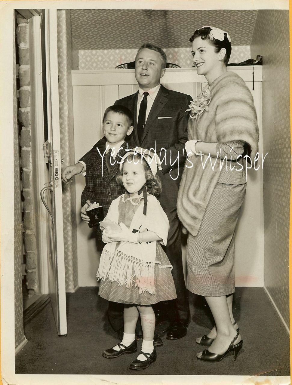 George Gobel Family Press Photo 1960s Retro Fashion