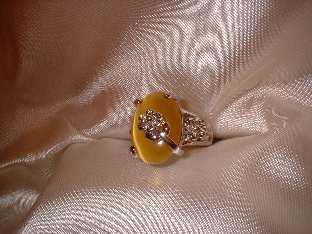 Flower ring sz 5.5 darker stone side