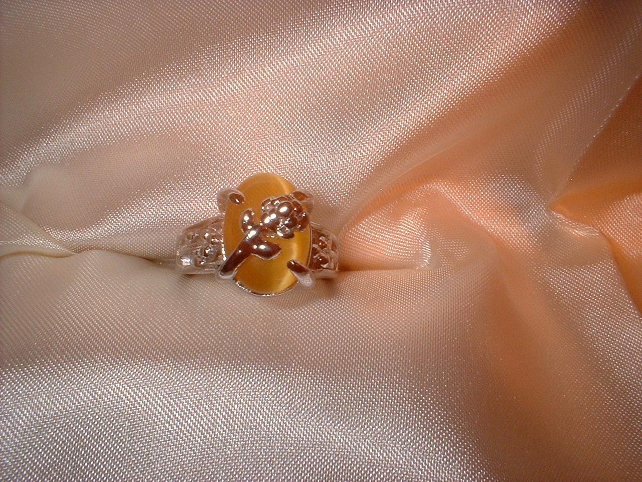 Flower ring sz 7 smaller stone front