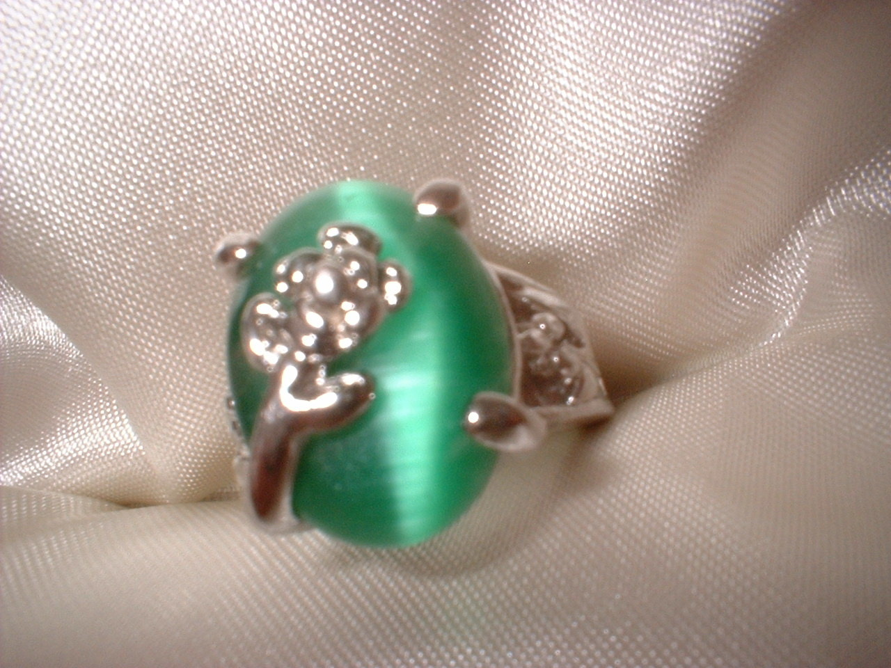 Flower green ring large stone