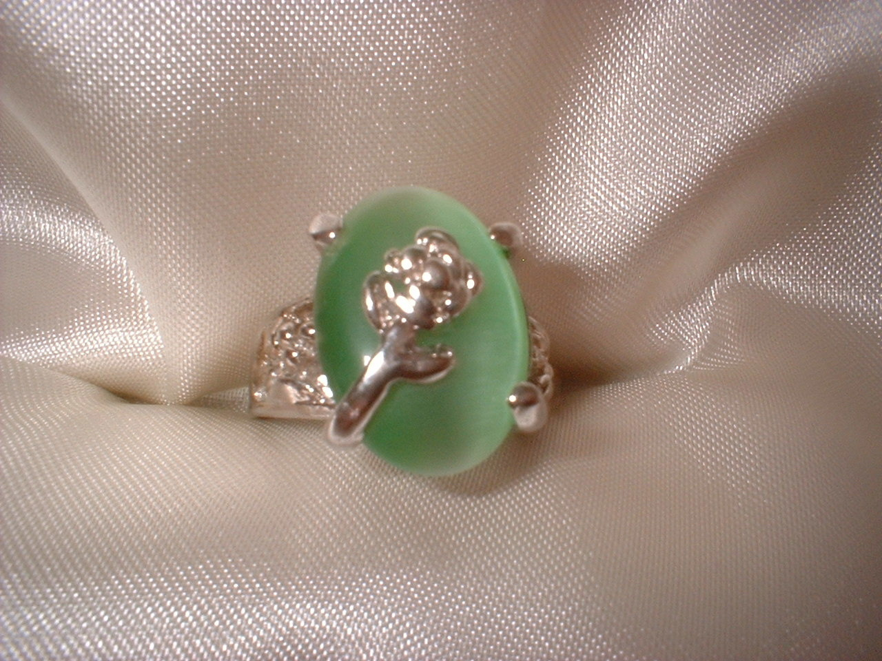 Flower light green ring large stone