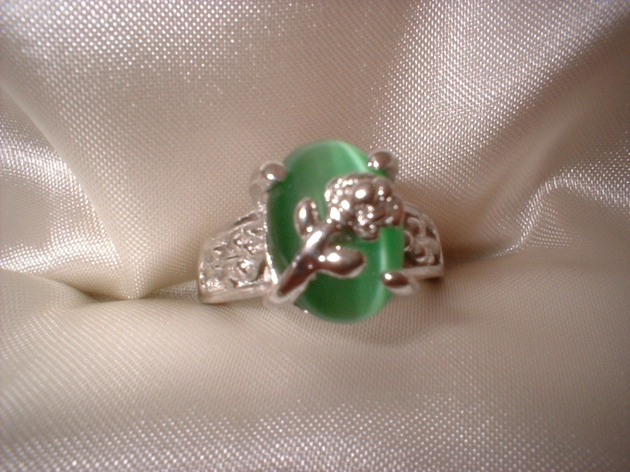 Flower green ring small stone