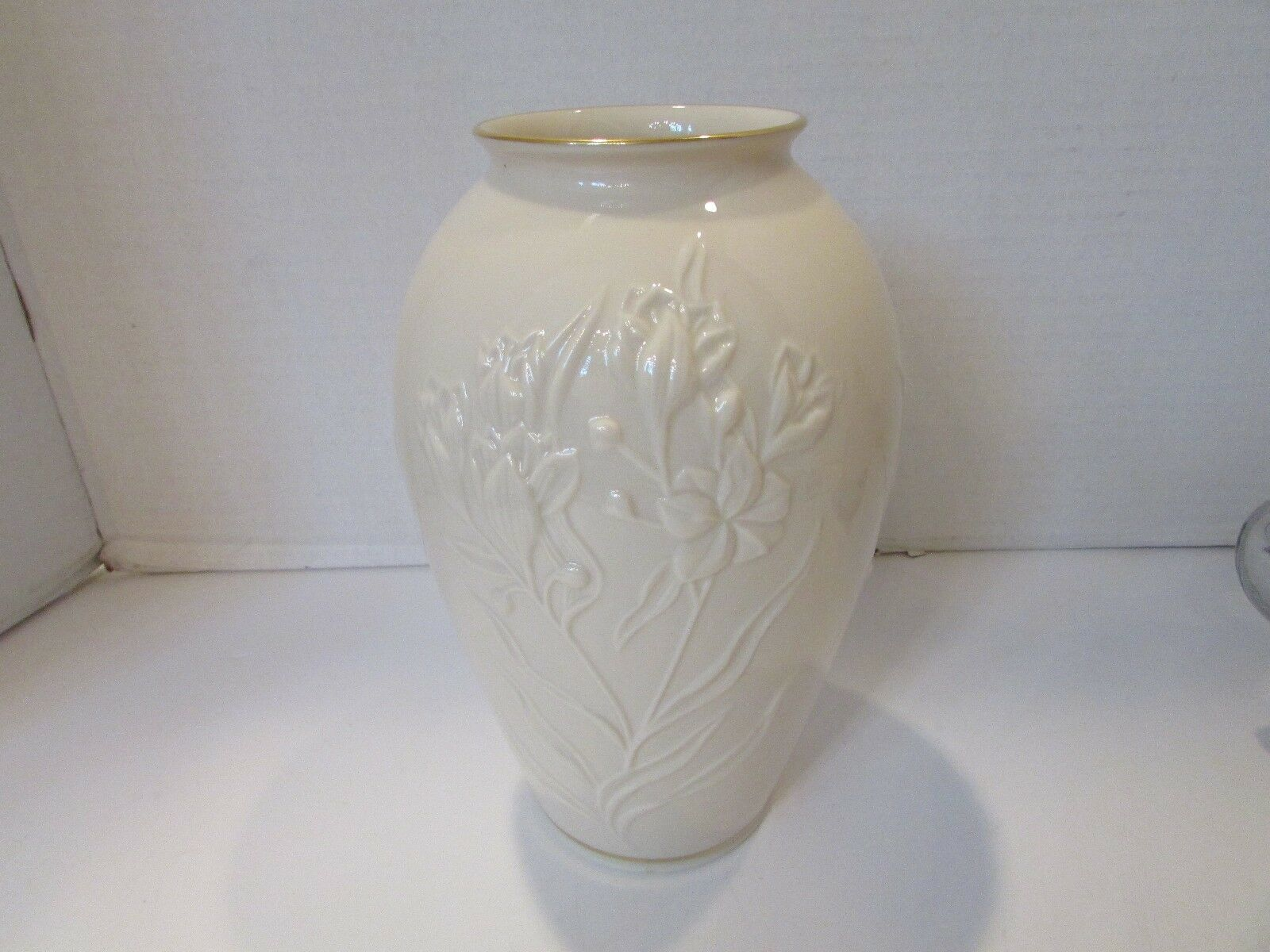 "LENOX MASTERPIECE MEDIUM FLORAL VASE 8"" TALL  FLOWERS GOLD RIMMED USA STICKER"
