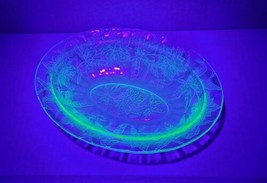 "Jeanette Glass Co Poinsettia Uranium Green Depression Glass 9"" Oval Serv... - $18.99"