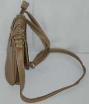 Non Branded Womens Tan Zipper Saddle Bag Purse With Adjustable Shoulder Strap image 2