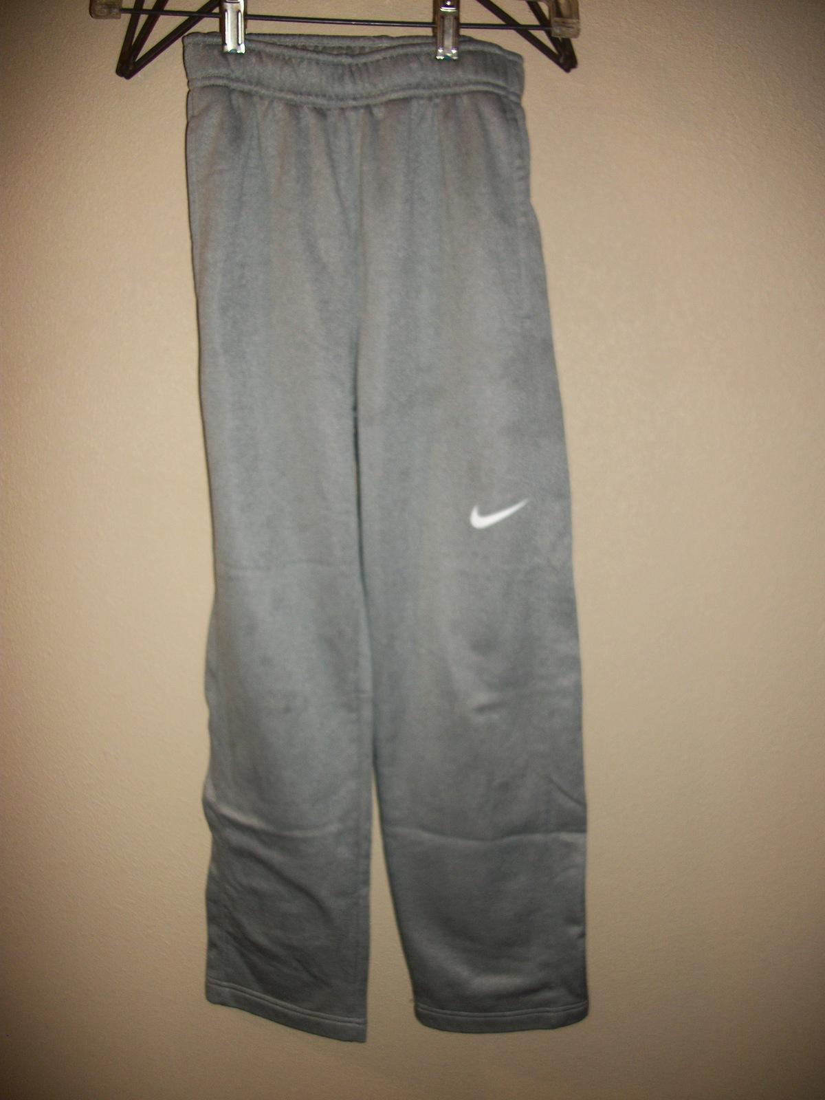 pretty nice 5ff82 e0cce Youth nike gray thermafit sweatpants m